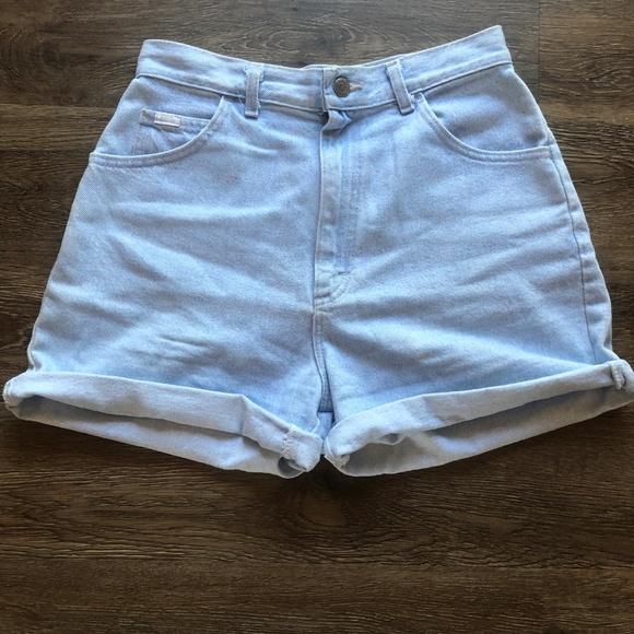 "Levi's Pants - Levis // ""Mom Jean"" Shorts"